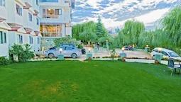 Royal Jardin Whistling Pines Resort