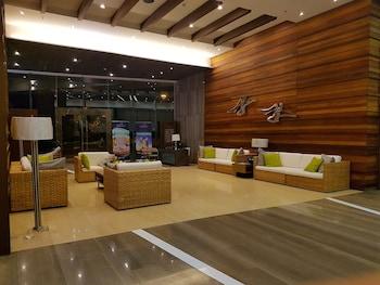 AMAZING SEAVIEW ARTERRA PENTHOUSE Lobby Sitting Area
