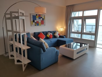 AMAZING SEAVIEW ARTERRA PENTHOUSE Living Room