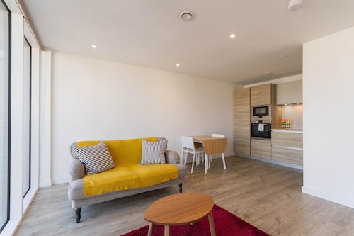 NEW Bright 1BD Flat in the Heart Tooting Broadway, London