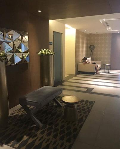 2 Bedroom Suite by Nezpril @ Acqua Residence Manila, Makati City