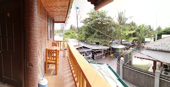 GUANNA'S PLACE ROOM AND RESTO BAR Balcony View
