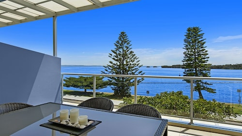 Lakeside Waterfront Apartment 18, Wyong - South and West