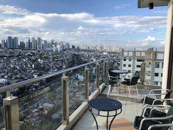 STUDIO APARTMENT AT TAGUIG MANILA