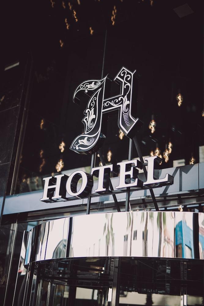 https://i.travelapi.com/hotels/27000000/26830000/26828100/26828007/66d8e5ba_z.jpg
