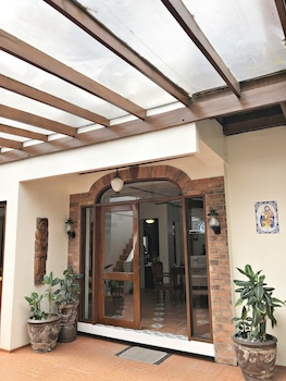 CASA ROCES BED AND BREAKFAST Property Entrance