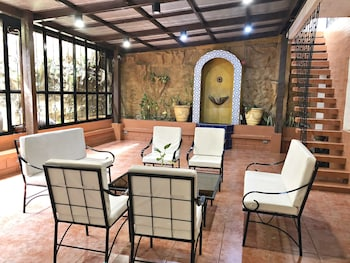 CASA ROCES BED AND BREAKFAST Lobby Sitting Area