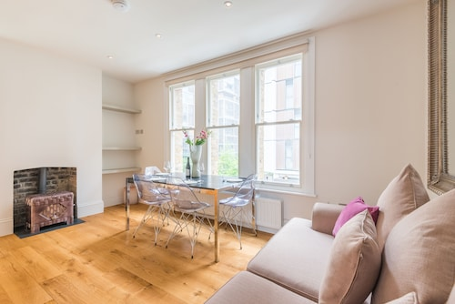 Delightful Dalston Home with Beautiful Balcony, Islington