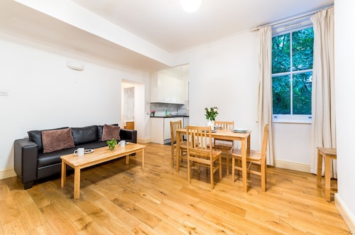 Comfortable Liverpool Street Home by Shoreditch, Islington
