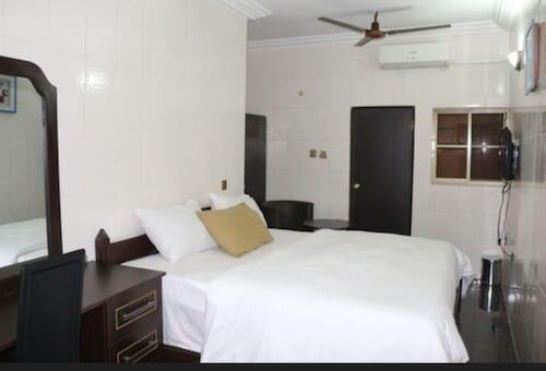 . Cute Villa Hotel and Suites