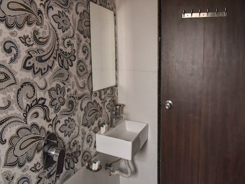 OYO 12854 Hotel Sahara Inn, Nashik