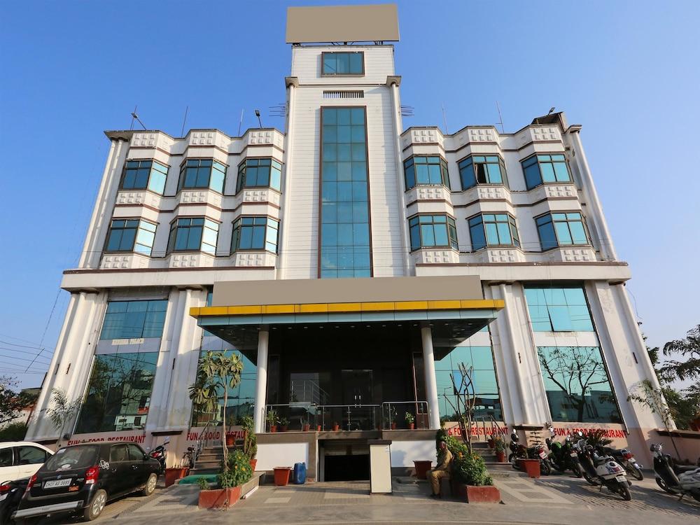 Capital O 10970 Hotel Krishna Palace
