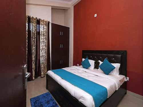 . OYO 13896 Home Spacious 2BHK Cottage Sattal Road
