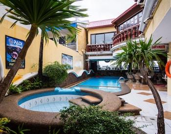 ZEN ROOMS PALM TREE OLONGAPO Outdoor Pool
