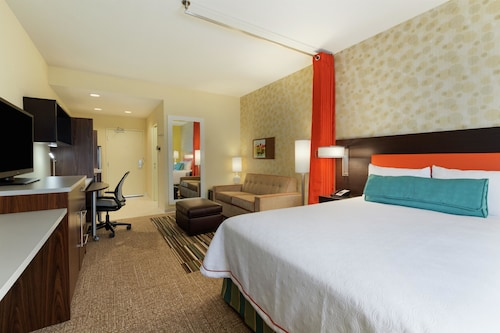 . Home2 Suites by Hilton Woodbridge Potomac Mills