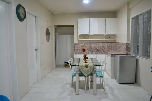 D&D Guest House, Silang