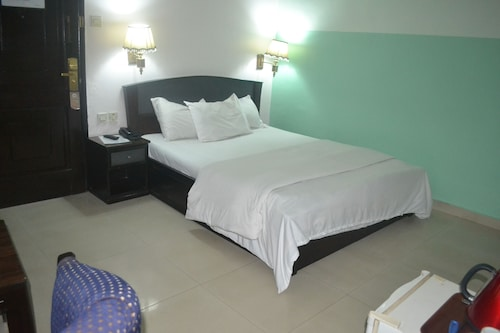 Parklane Hotels Limited, Mushin