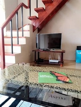 RAFOLS VILLA HOMESTAY - ADULTS ONLY Living Area