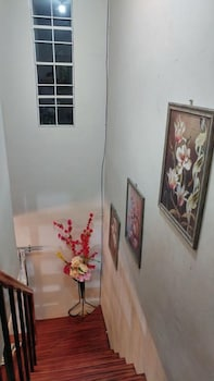 RAFOLS VILLA HOMESTAY - ADULTS ONLY Staircase