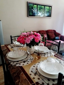 RAFOLS VILLA HOMESTAY - ADULTS ONLY Dining