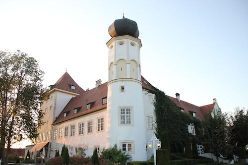 . Schlosshotel Neufahrn