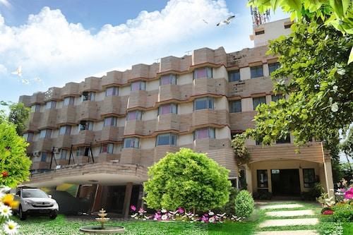 Iroomz Hotel Pawan, Bellary