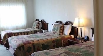 Deluxe Suite, 1 King Bed, Fireplace, Ground Floor