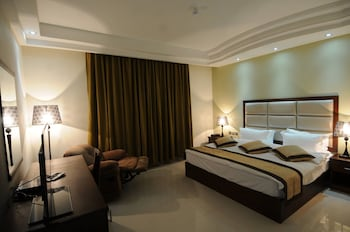 Deluxe Room With Petra Mountain View