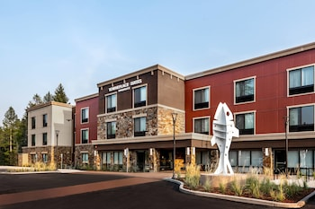 Airport Hotels near Majestic Valley Arena in Kalispell from
