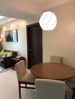 PADGETT PLACE - DELUXE SUITES In-Room Dining