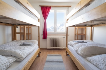 1 Bed in Dorm, shared bath