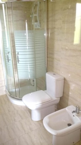 House With 5 Bedrooms in Guardia, With Enclosed Garden and Wifi, Álava