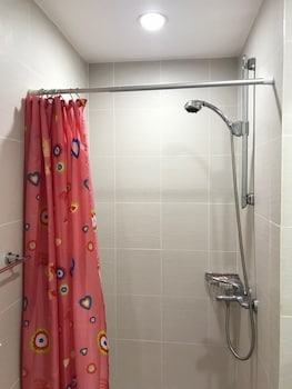 1 BR CONDO BY PA @  AZURE URBAN RESIDENCES Bathroom Shower