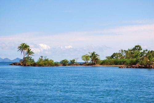 Island Villa, Serua