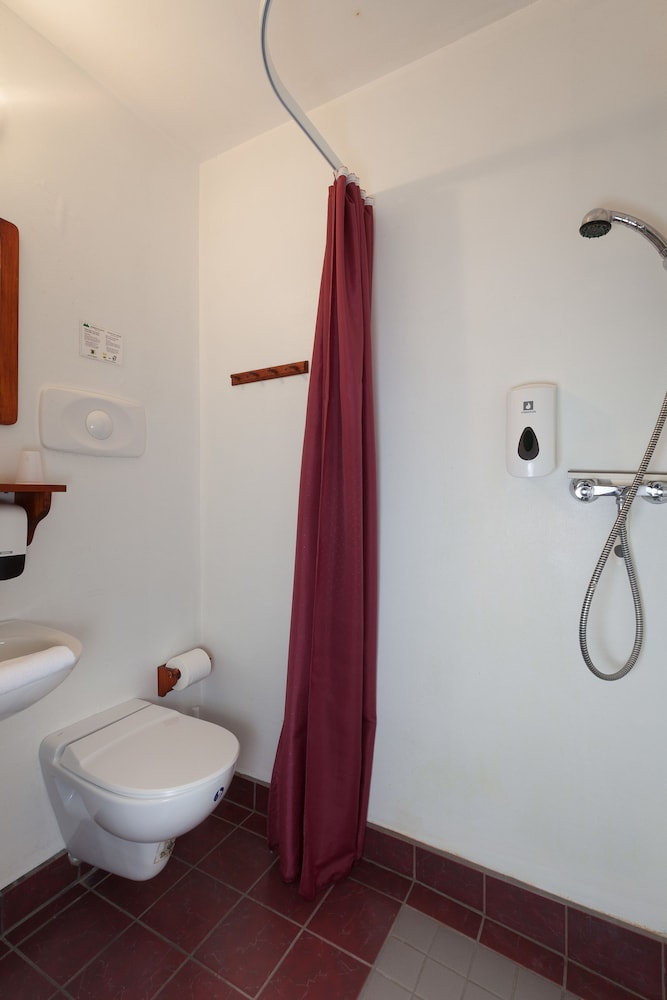 https://i.travelapi.com/hotels/28000000/27060000/27052700/27052686/80d29360_z.jpg