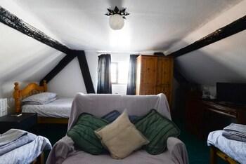 Triple Room, Shared Bathroom