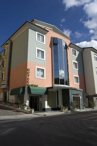 . Hotel San Michele