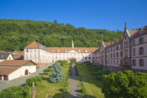 . Maison d'Accueil du Très-Saint-Sauveur