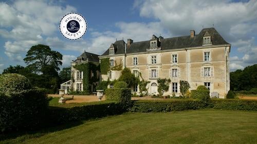 . Château de Chambiers