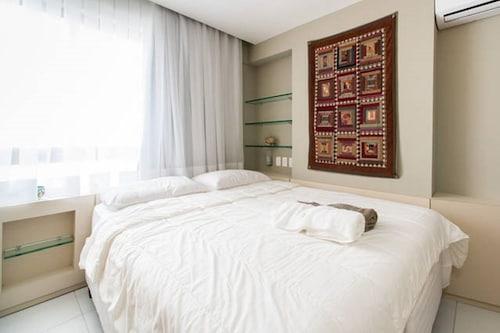 PM805 Cozy flat for 4 people Boa Viagem, Recife