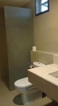 1BR UNIT SEA BREEZE VERANDA ANVAYA C202 Bathroom