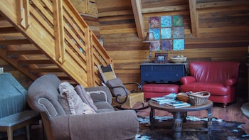 White Pines 4-BD Cabin in the Woods -- Easy Access in Summit Park