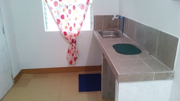 GAPUZ BNB INN Private Kitchen