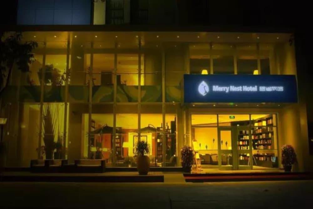 メリーネスト ホテル