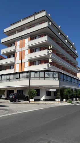 . Hotel Riviera