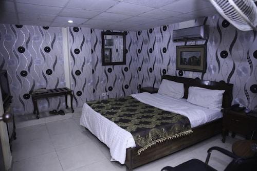 Mars Hotel Lahore, Lahore