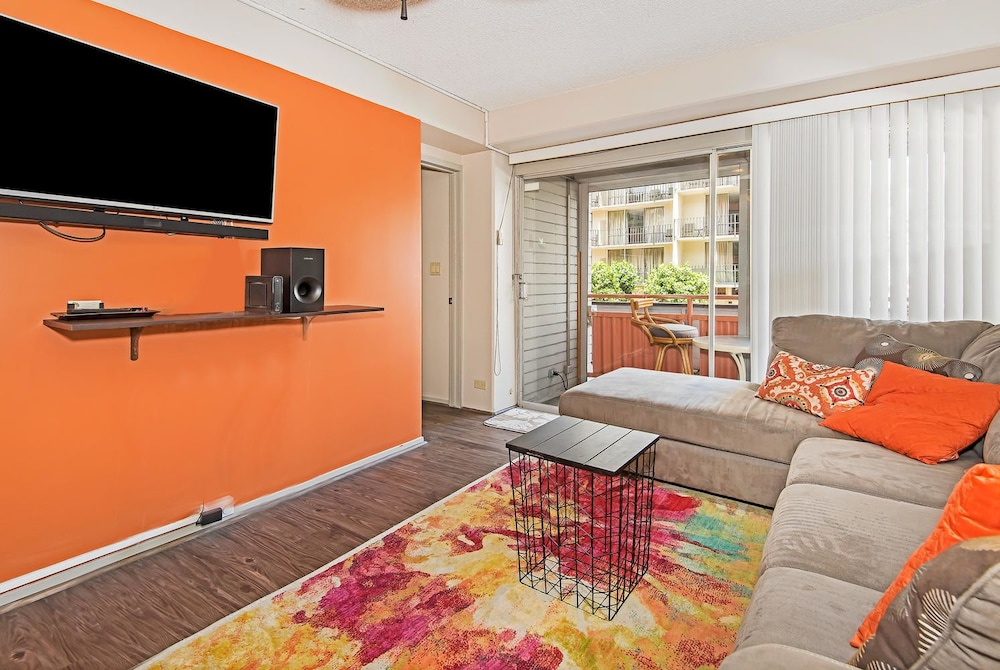 Waikiki Gem - Two Bedroom Condo