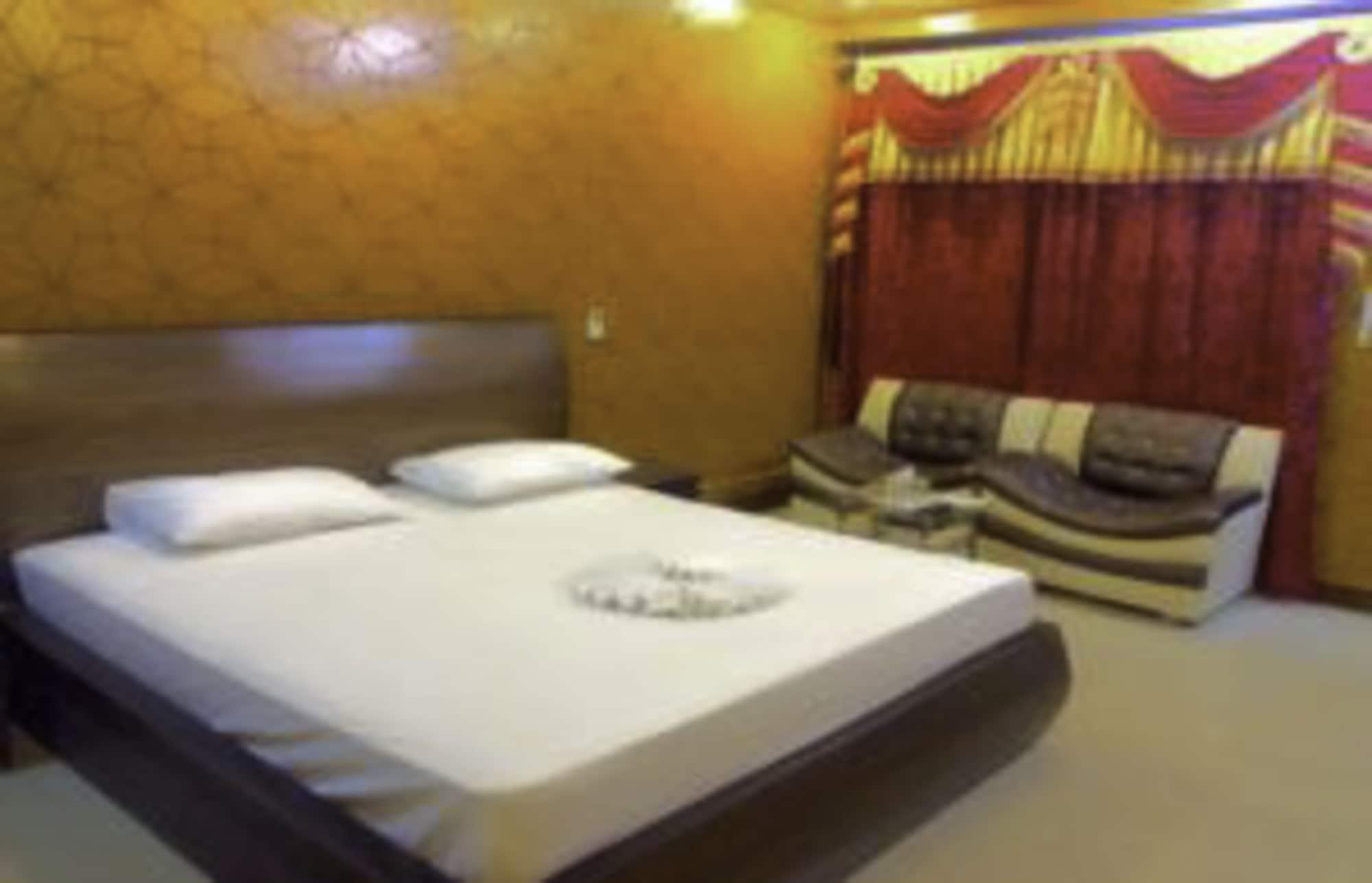 Royal Chalet Guest House, Lahore