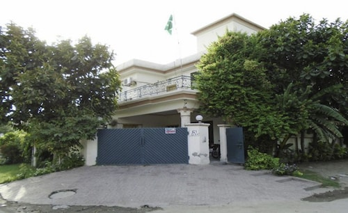 Royal Chalet Guest House, Lahore