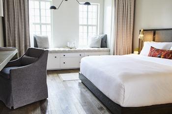 Guestroom at The Alida, Savannah, a Tribute Portfolio Hotel in Savannah